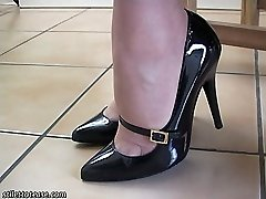 Fuck-a-thon up your fetish with our highly own Dr Holly, she knows exactly why girls shoes turn you on and what they do to you