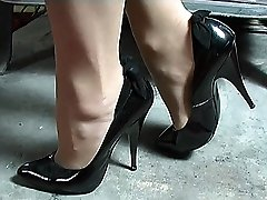 If nymphs boots make you go firm just by looking at them then Mel's nice classy boots will do it for you. Just sight at her lean tapered 5 inch heel, with her delicate bow at the back and her ultra-cute pointed fronts
