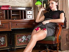 Madame Chloe is your French mistress in garters, fully fashioned nylons and heels.