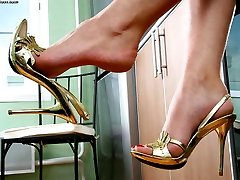 Striking babe loves her sweet feet and today she\'s burning to show you her treasure