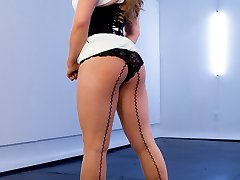 Episode 1 Riley Reid, LA Porns it girl, showed up at my door step ready to submit to electrosex....