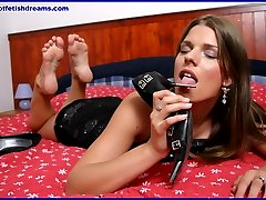 teen babe showing sexy feet and legs