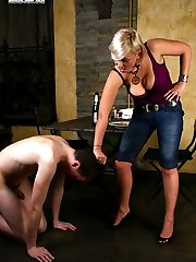 Amazingly looking strict blonde orders the waiter to lick her feet clean