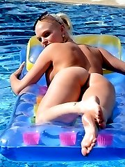 Kelly relaxes naked in the pool teasing with her feet!
