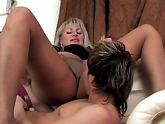 Crummy mature chick in soft silky pantyhose ready to fuck day and night