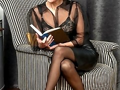 Mercedes in leather skirt, full corselette and ff, black nylons!