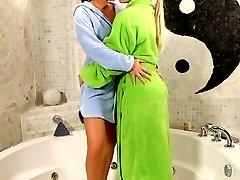 Lovely teen spray pussies in bath