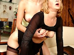 Mature lesbian putting to work her tongue and hands tasting girlish pussy