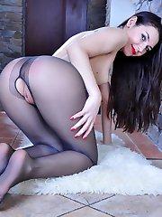 Hot sexpot takes off gorgeous open shoes to leek her smooth nylon clad feet