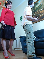 Naughty mature chick in classy pantyhose feels hot enough to seduce a guy