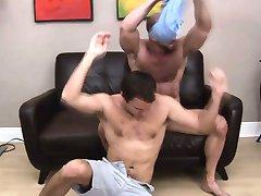 Hunk gives bear rimjob and sucks dick