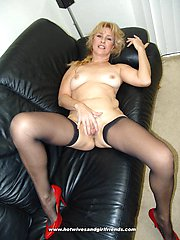 Blonde mature mama craved for two cocks in her mouth