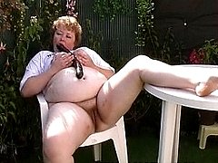 Chunky mature slut sucking cock in the garden