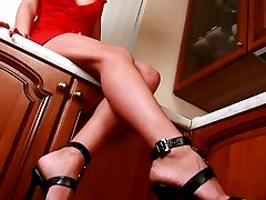 Cute babe with sexy feet and refined toes wants the slave to lick her legs