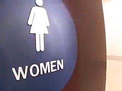 voyeur toilette femmes mure pisser