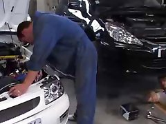 Moroccan whores fucking in a garage