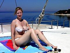 Bikini bitch flashing on the Matira