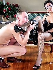 Hot strapon mistress fills the mouth and bung hole of her pathetic male sub