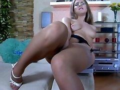 Pink wearing blondie spreads stockinged legs wide for orgasmic dildo play