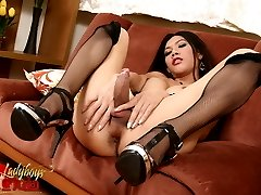 Amazing Eats strips in stockings