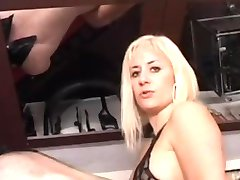 Busty bra girl is pegging him nt