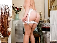 Demure milf Sofia in vintage nylons and white undies!