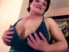 Mature mama gets young girl&039;s fist in her vagina