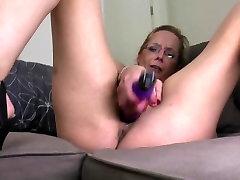 DAMN HOT mature mother needs a good fuck