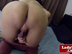 Asian tgirl jerking while rubbing her ass