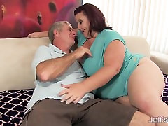 Fat &039;n&039; stacked Lady Lynn gets her pussy drilled