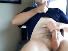 Hnadsome long dicked daddy shooting on stomach