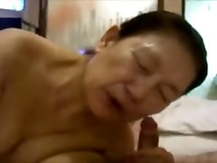 Blowjob of the Japanese mature woman 2