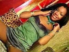Ebony beauty teases to the max