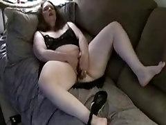 Amateur BBW masturbating