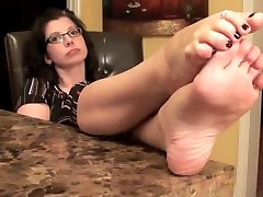 Mature feet soles & Pretty Feet with Toe Rings