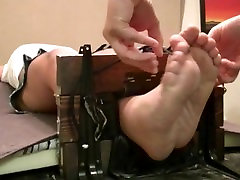 ebony shelly feet a navel tickle