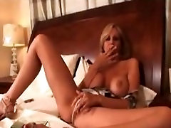 Julia Ann-smoking fetish masturbation,