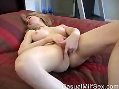 Amateur MOM from CasualMilfSexdotcom squirting