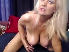 MATURE FEET AND BIG CREAMY PUSSY ON CAM