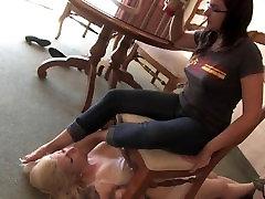 LESBIAN SEXY DIRTY FEET WORSHIP SLAVE GAGGING