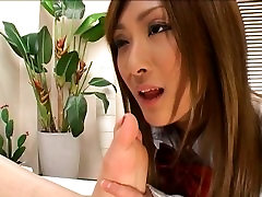 Japanese feet sniffing schol girls!