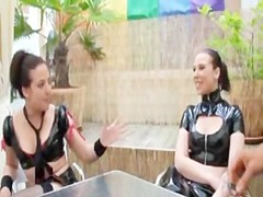 Groupsex with 2 brunettes in a French Club