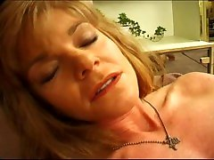 Carolina is a mature lady who loves it in the ass