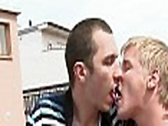 Delightful orall-service for gay stud