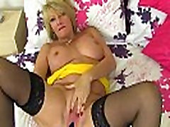mature busty gorgeous mother youngerwebcam.com