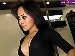 Asian Cutie slowly and gently fucks her ass www.eastcamqueens. net