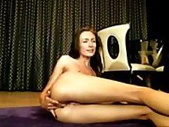 Perfect Brunette Teases her Ass on Kamsru.com