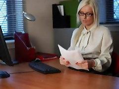 British Floozy Syren Sexton receives screwed in nylons