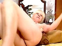 Awesome granny masturbates on the webcam