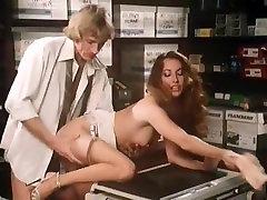 Annette Haven, Lisa De Leeuw, Veronica Hart in vintage porn video